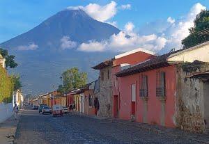 800px-GT056-Antigua_Volcano2